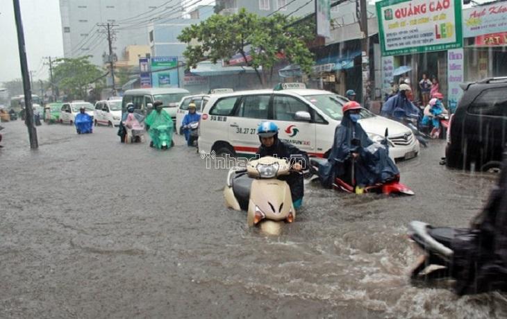 đường ngập sau mưa