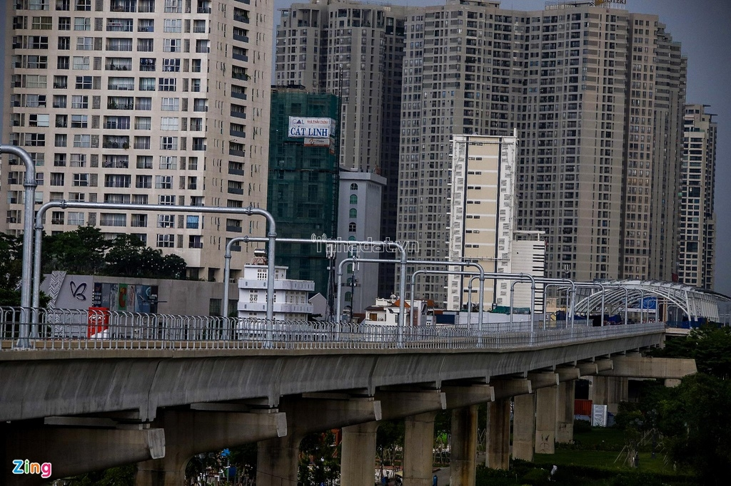 27 dự án bất động sản lớn nhỏ với số lượng ước chừng 27.000 căn hộ đang