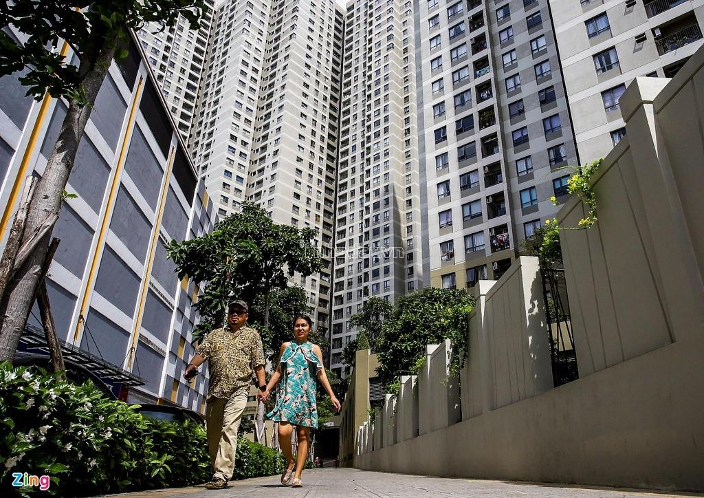 Nhà cao tầng với hàng nghìn căn hộ, nhưng mật độ cây xanh bao phủ trong dự án Masteri Thảo Điền rất ít, tạo cảm giác bí bách và ngột ngạt.