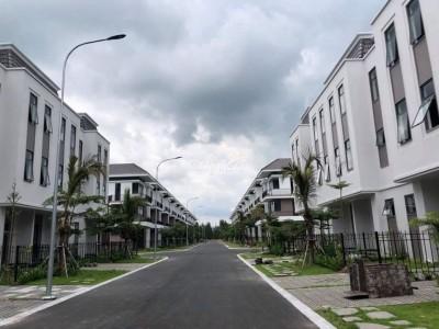 Bán nhanh căn nhà Phúc An, Nguyễn Văn Bứa, Xã Mỹ Hạnh Nam, Huyện Đức Hòa, Long An 1 trệt 2 lầu. Giá bán: 2,4 tỷ. thương lượng