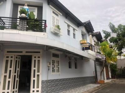 Cần bán nhà hai mặt tiền Bình Hưng Hòa, Bình Tân, Hồ Chí Minh. Giá : 5,5 tỷ.