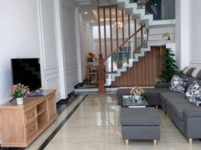 Chính chủ cần bán gấp căn nhà 3 lầu còn mới Vị trí : Phường Bình Hưng Hòa, Quận Bình Tân. Giá 5 tỷ 3.