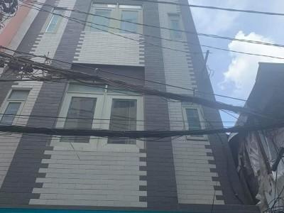 Sang nhượng toà nhà 4 lầu + sân thượng, có mặt bằng kinh doanh, Lợi nhuận tốt, Phố tây Bùi Viện, Q1. Giá sang: 170 triệu.