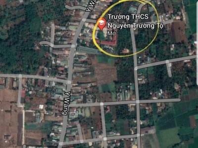 Bán 2 lô thổ cư siêu đẹp hẻm Y Wang, Tỉnh Daklak. Giá : 770 triệu/1 lô, mua 2 lô giá 1.5 tỷ.