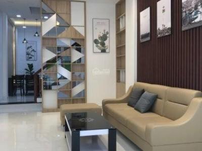 Xoay vốn kẹt tiền gia đình tôi cần bán gấp nhà ở trung tâm quận Tân Phú. Gía chỉ : 5.3 tỷ thương lượng mạnh cho khách thiện chí.