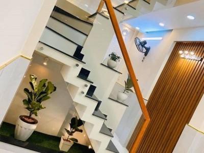 Bán gấp căn nhà ngay Khu Công Nghiệp Xuyên Á. Giá 550 triệu.