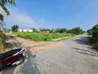 4 lô đất mặt tiền đường số 2, Xã Tam Phước. Giá niêm yết : Lô 1 giá 660 triệu. Lô 2,3 giá 690 triệu. Lô 4 có 2 mặt tiền giá 2 tỷ.