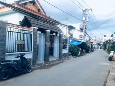 Vì định cư nước ngoài ở, nên anh trai tôi cần bán gấp căn nhà đang ở Phường Bình Hưng Hòa B, Quận Bình Tân. Giá : 3.450 tỷ.