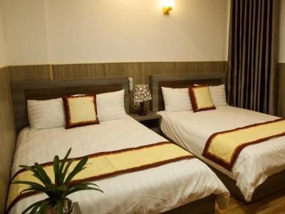 Bán khách sạn vị trí cách Vườn Hoa Đà Lạt chỉ 1km. Giá : 29 tỷ.
