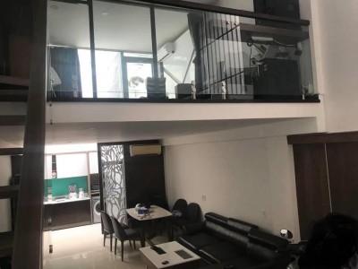 Nhà đẹp đầy đủ nội thất. Nằm khu trung tâm Q7. Giá chỉ 3 tỷ 5 thôi.