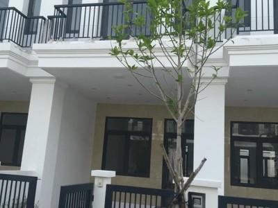 Nhà nằm 2 mặt tiền trên trục đường tỉnh lộ 835 và 835C trung tâm ban ngành huyện Gò Đen, Tỉnh Long An. Giá chỉ: 2,8 tỷ giao nhà hoàn thiện trong 1 nốt nhạc.