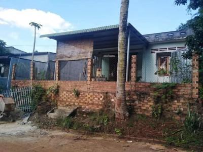Bán nhà chính chủ nằm ngay trung tâm đông dân cư xã Bình Long, Tỉnh Bình Phước. Giá 500 triệu.