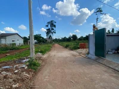 BÁN LÔ ĐẤT CUỐI Y MOÁL rẽ trái gần Kho Viettel giá đầu tư 635tr