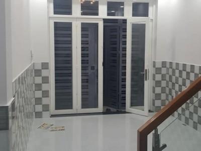 Nhà kế bên Siêu Thị, 1 lầu gần KDC Xuyên Á. Giá : 770 triệu.