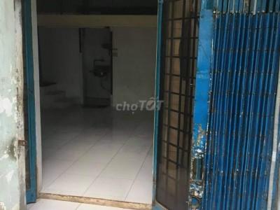 Cần tiền bán căn nhà Tôn Thất Thuyết, Quận 4 cách chợ 200m. Giá 2,5 tỷ Thương lượng.