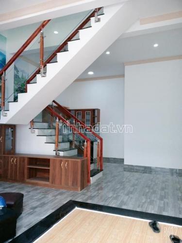 Bán căn nhà 1 trệt, 1 lầu cách cây xăng 75 đúng 550m. Giá 9xx thuơng lượng chính chủ.