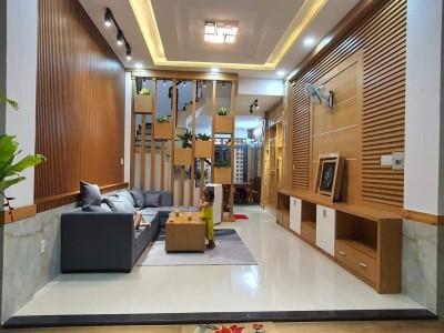 Bán nhà phố đẹp 1 trục Bùi Quang Là, P12, Quận Gò Vấp. Giá bán: 6 tỷ 650 triệu thương lượng.
