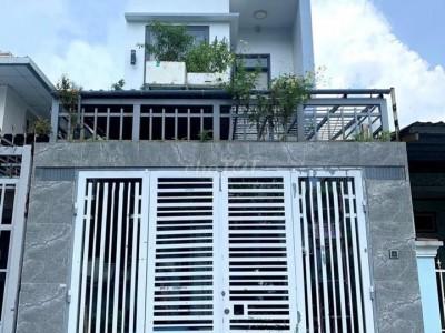 Bán gấp nhà diện tích 68m2 nở hậu, nhà nát có mặt tiền kinh doanh Nguyễn Hoàng, Phường An Phú, Quận 2. Giá : 2,15 tỷ.