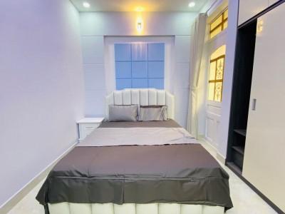 Nhà nằm trên tuyến đường sầm uất nhất Sài Gòn là điểm kết nối Bình Thạnh, Quận 3, Quận 1, Phú Nhuận. Giá : 60 tỷ.
