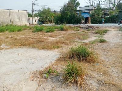 Khu đất nằm trên mặt tiền đường bê tông mới đổ xe ô tô chạy vi vu. Kế bên kcn Tây Bắc Củ Chi. Giá 3 tỷ 9.